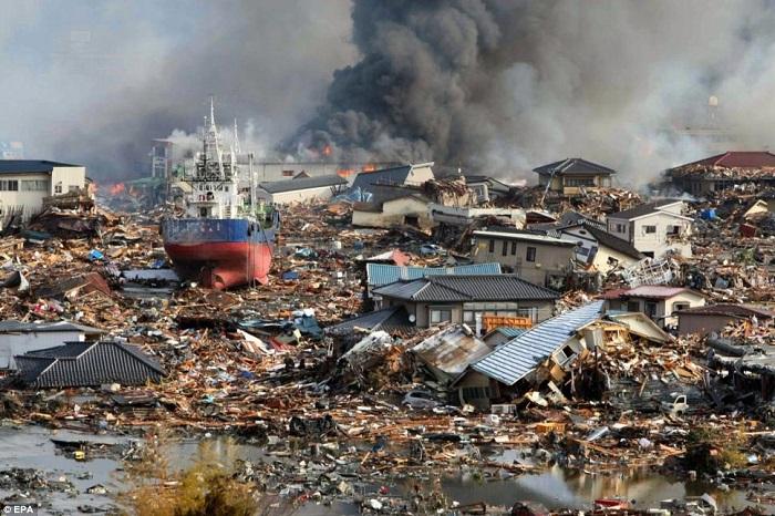 гигантские цунами в Японии