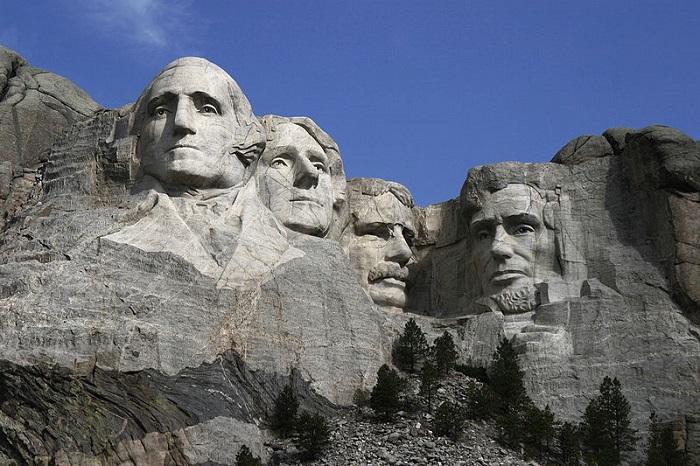 памятник 4 президентам США