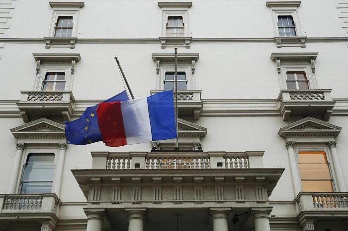 Флаги Франции и Европейского Союза