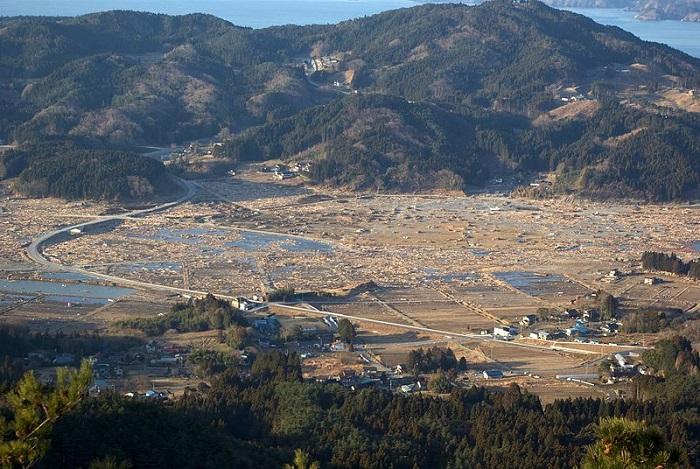 город в Японии после цунами