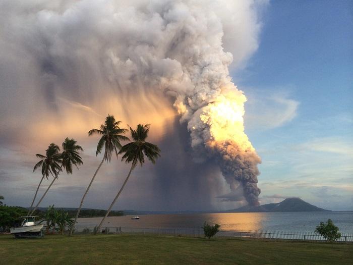 Вулкан Папуа-Новая Гвинея
