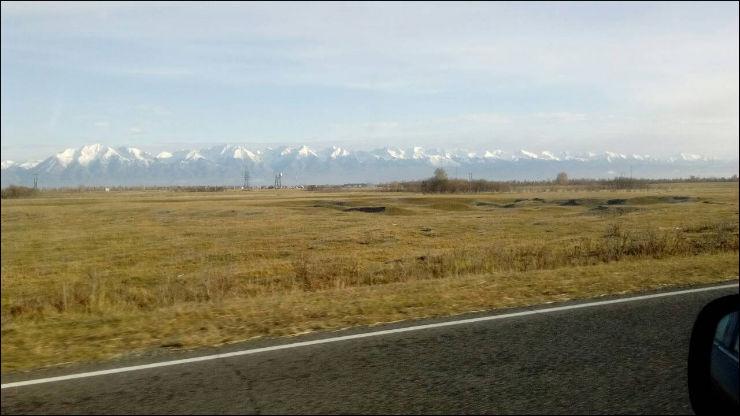 Заснеженные вершины Саянских гор